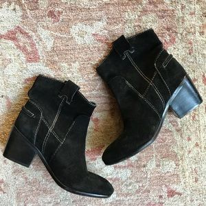 VINCE CAMUTO cowboy ANKLE BOOT BOOTIE SUEDE.  SZ 6